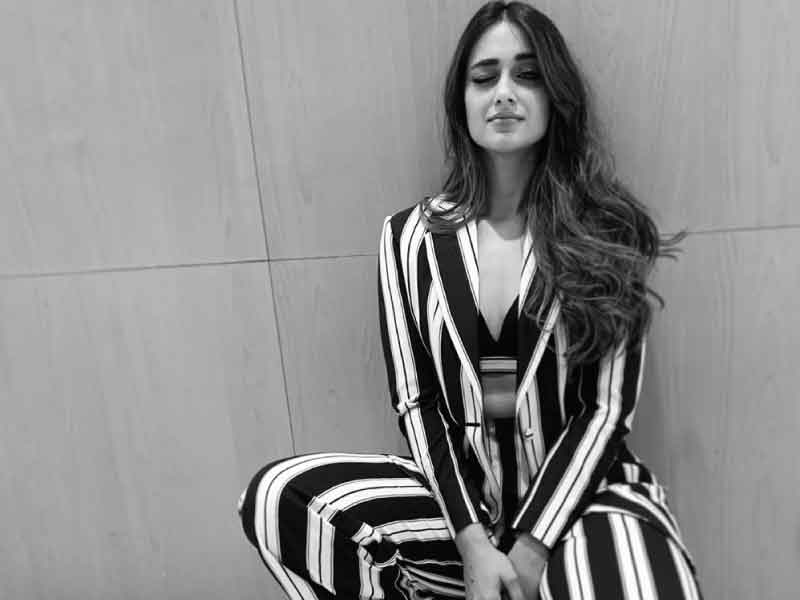 No One Can Rock Stripped Pant Suit Better Than Ileana D' Cruz