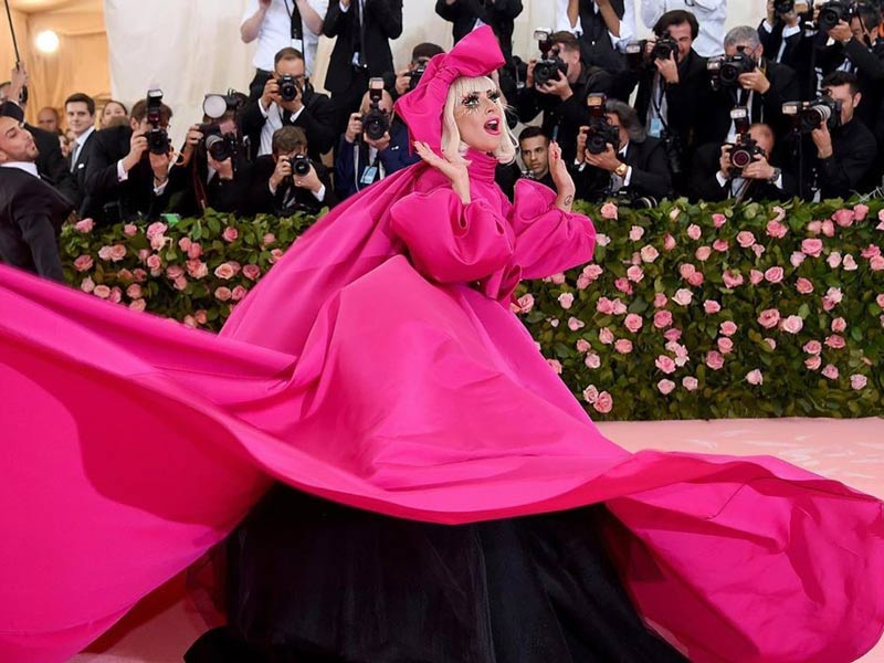 Lady Gaga puts on a show at the Met Gala pink carpet!